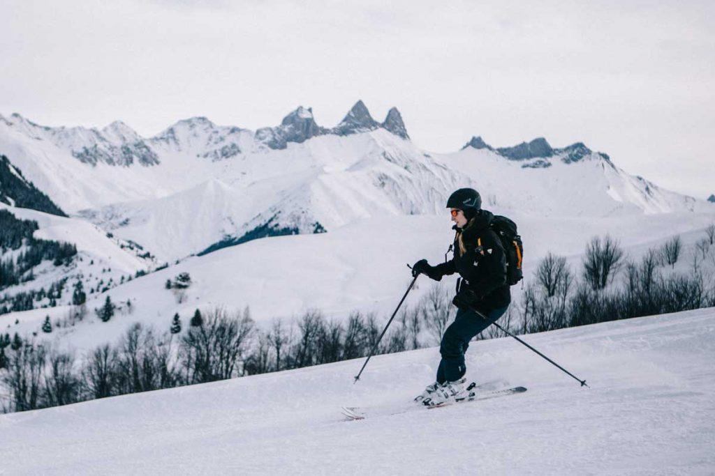 descente de piste à ski sur le domaine des Sybelles