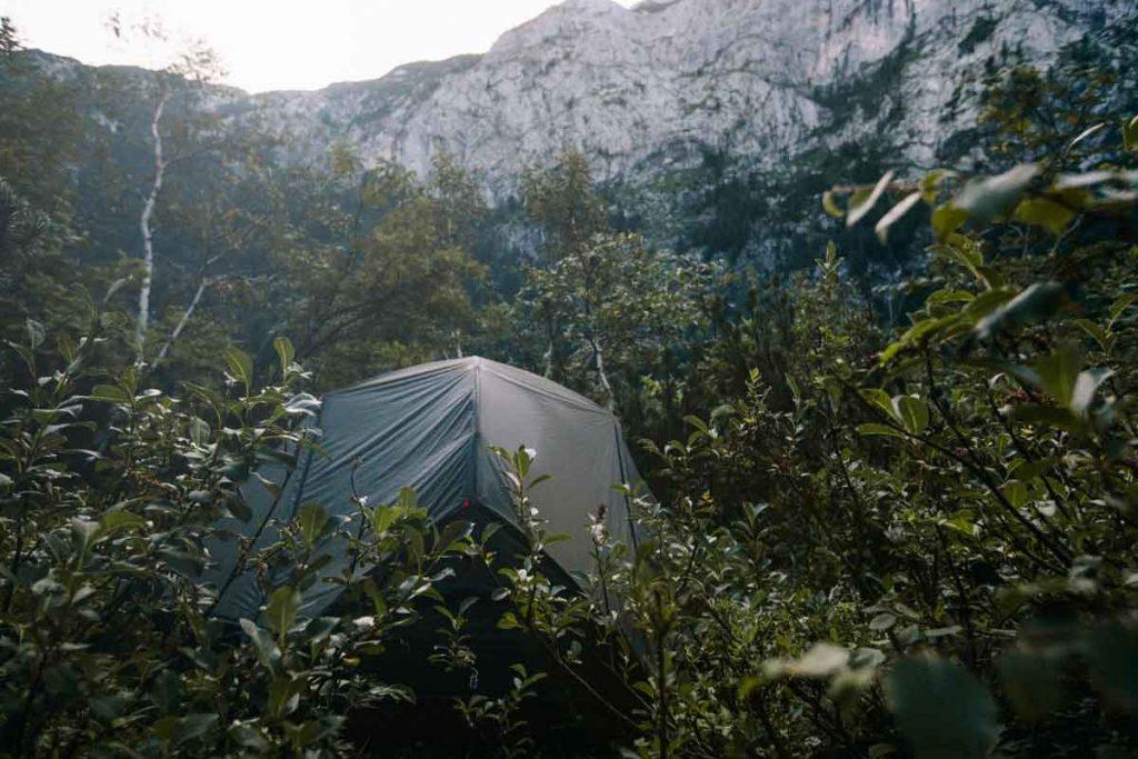 la technique du pas vu pas prit en Autriche pour faire un camping sauvage