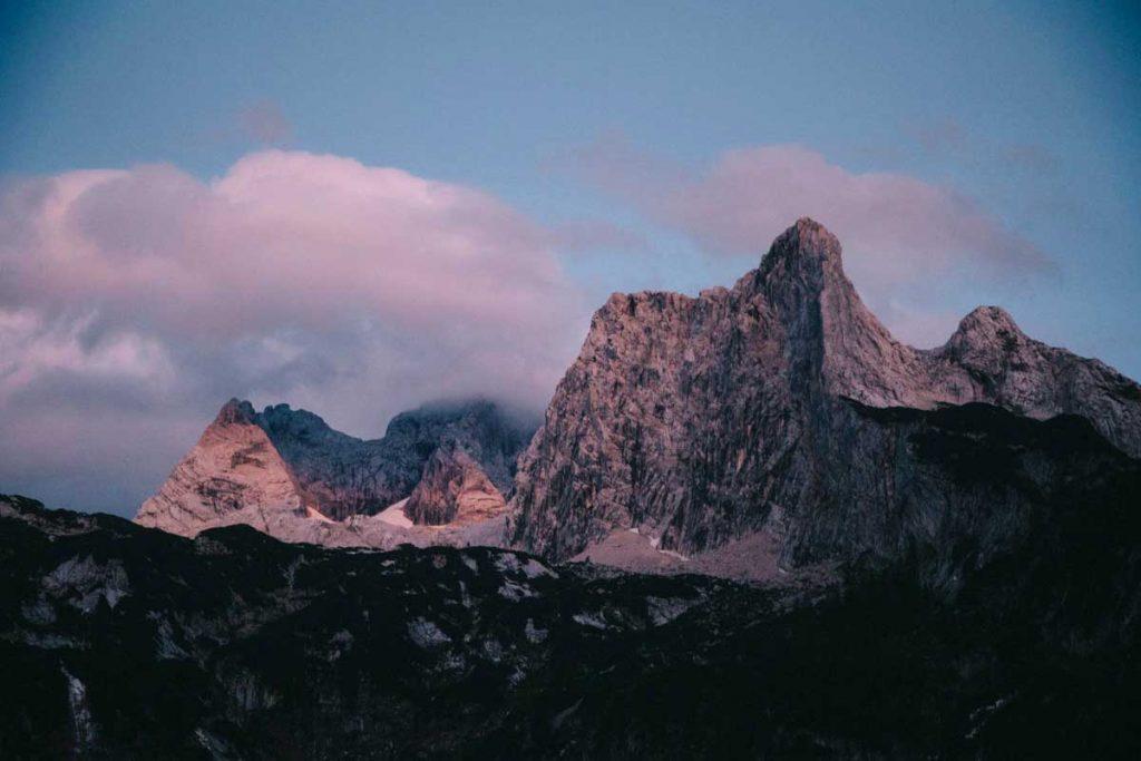 Les montagnes et le glacier de horer Dachstein en Haute-Autriche