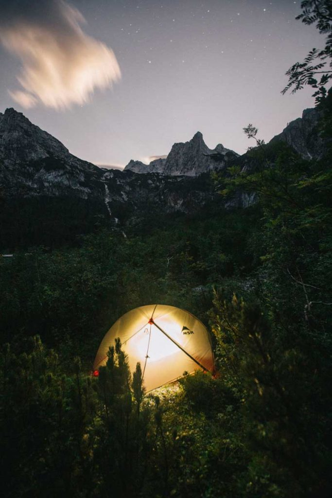 où planter sa tent pour un bivouac en Autriche : randonné et camping sauvage au lac de Gosausee