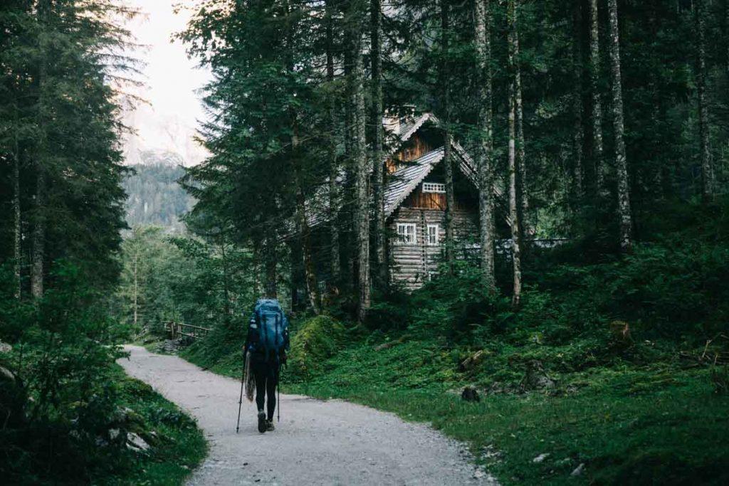 les maisons traditionnelles dans les montagnes autrichiennes