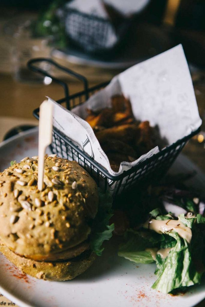 le burger vegetarians du Buddha ski sur le domaine du Corbier