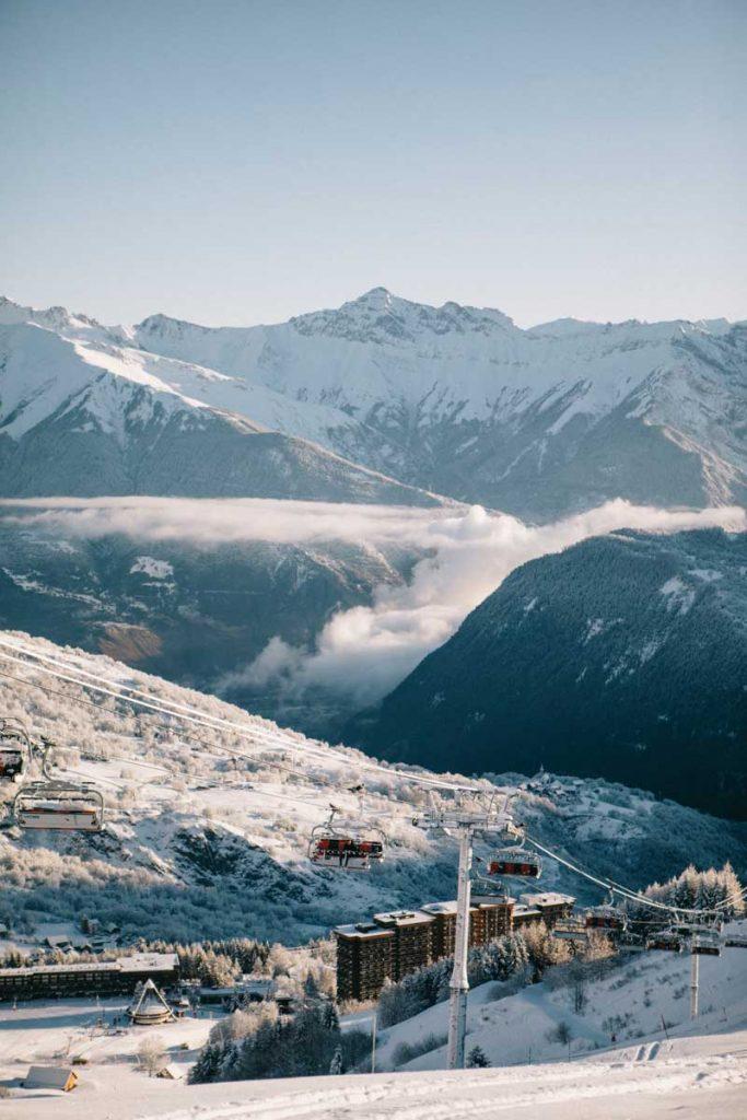 La station d'hiver du Corbier dans la vallée de la Maurienne et Savoie