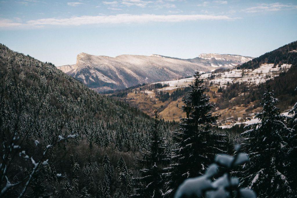 Panorama sur le massif de la Chartreuse depuis le sentier des Cascades