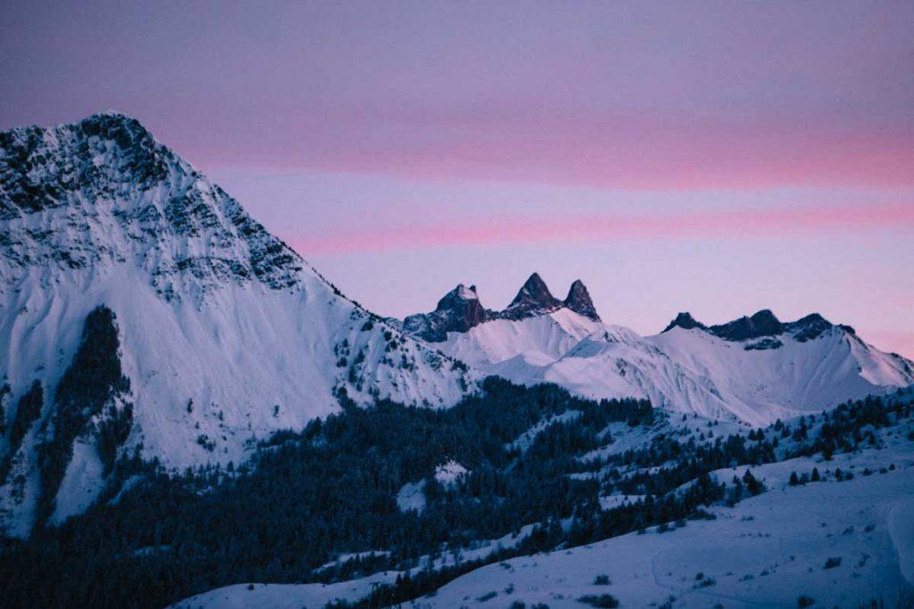 le coucher de soleil sur les Aiguilles d'Armes depuis le Corbier