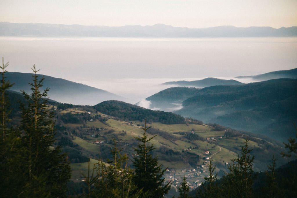 la plaine d'Alsace et les montagnes du Jura en fond depuis le petit Brézouard