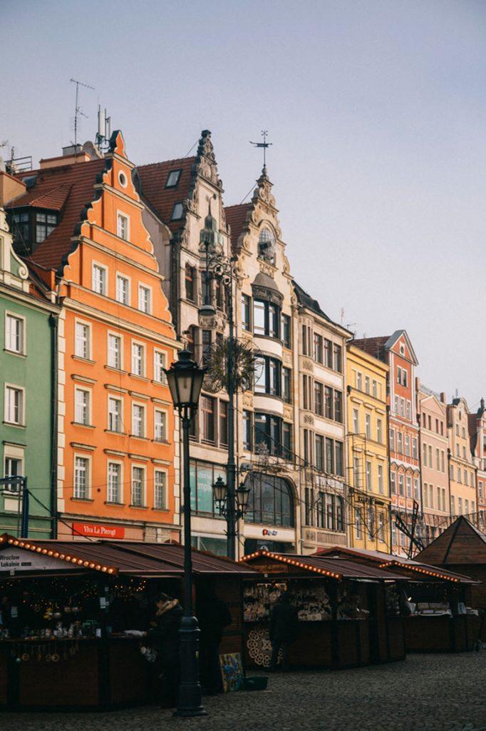 le place du Rynek avec ses maisons colorées