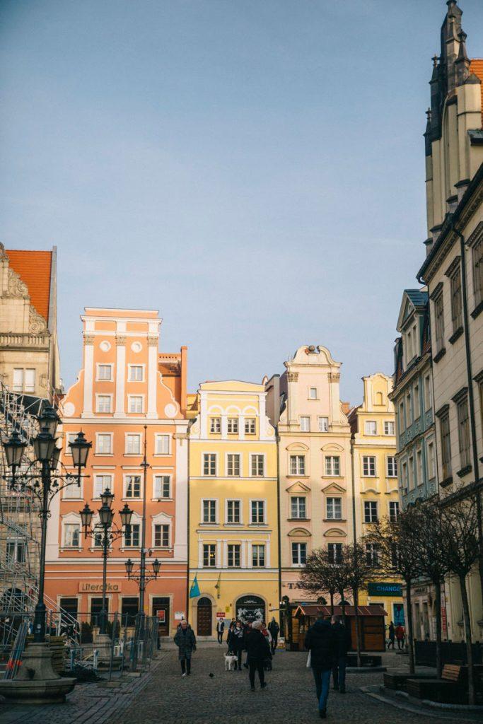 Les maisons sur la place du rynek de Wroclaw en Pologne