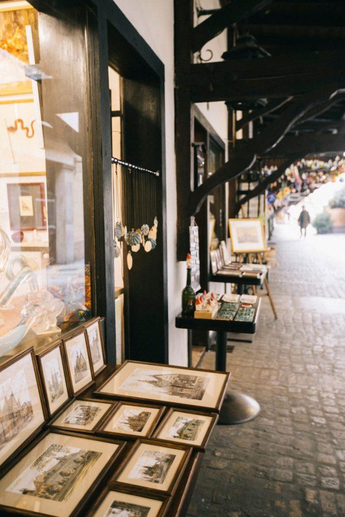 les galeries d'artistes dans l'ancienne rue des bouchers de Wroclaw