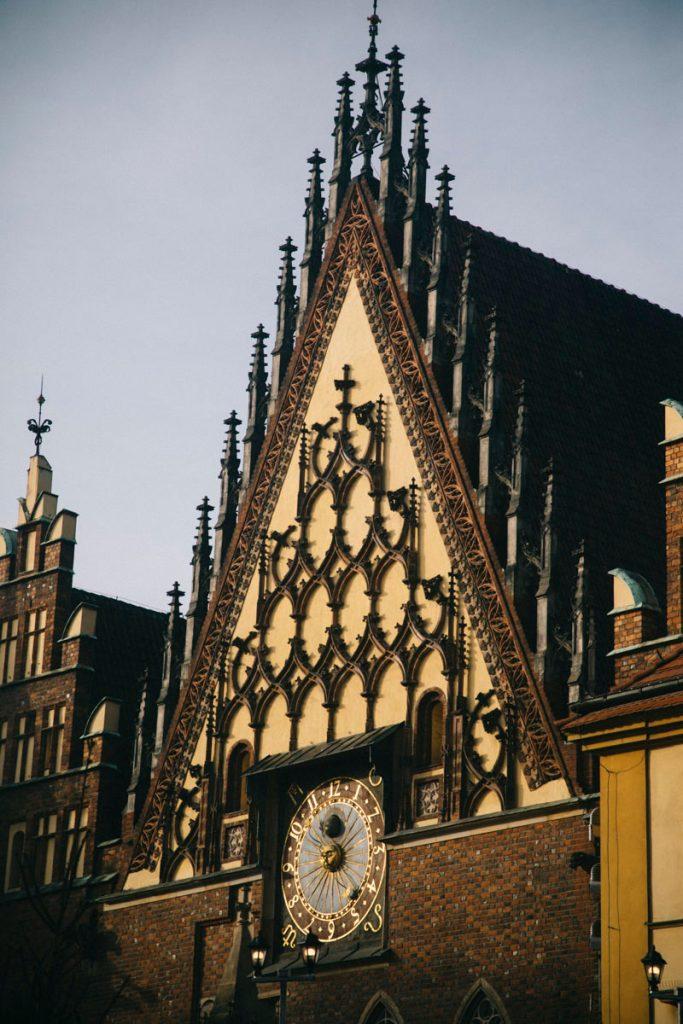 l'horloge astronomique de l'hôtel de ville de Wroclaw