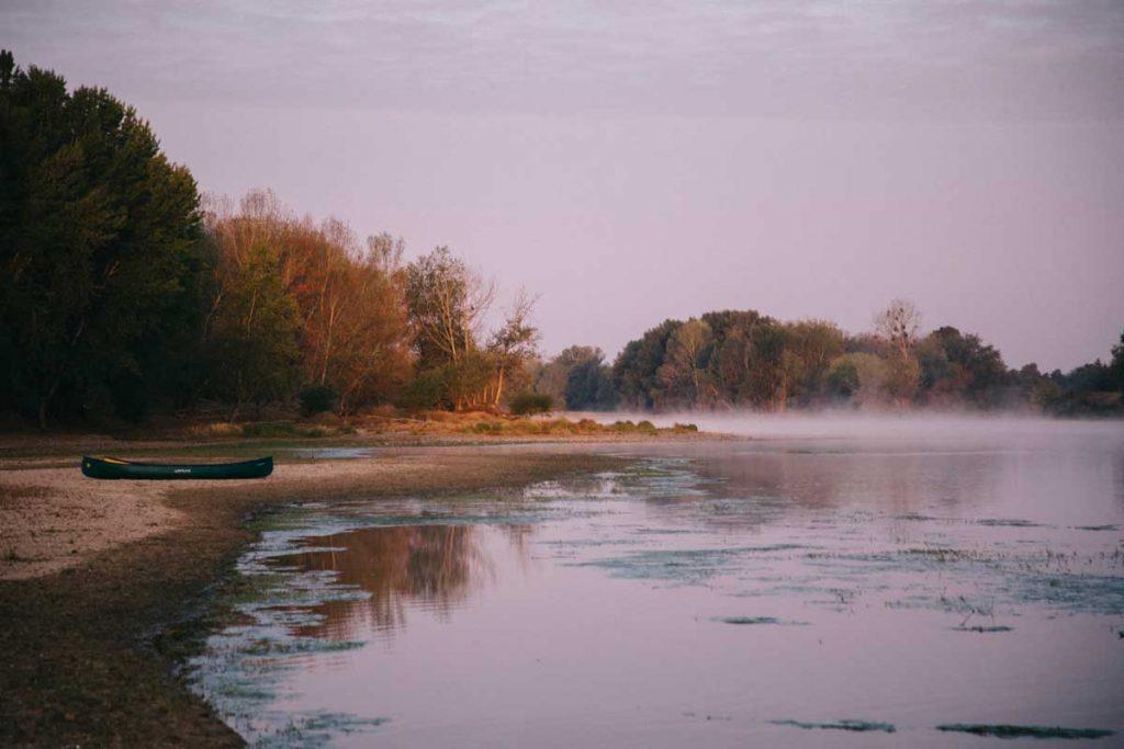 La loire, dernier fleuve sauvage d'Europe, récit d'une descente en Canoë depuis Orléans.  Credit photo : wildroad / clara Ferrand