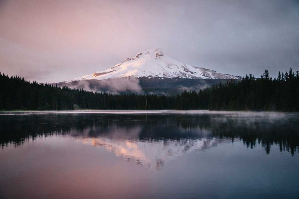 spring at Trillium Lake with mont Hood. crédit photo : Clara Ferrand Wildroad