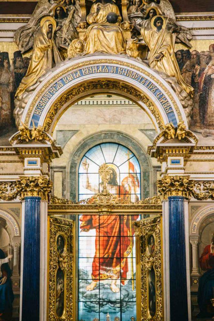 les vitraux de la cathédrale saint-Isaac à Saint Petersbourg