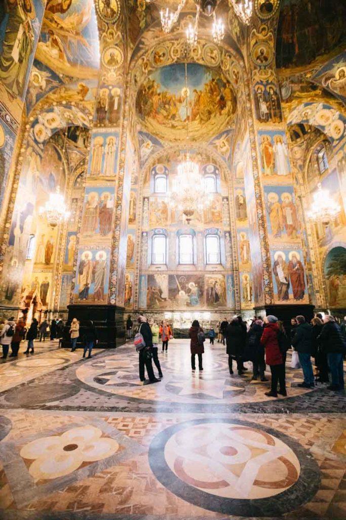 la mosaïque à l'intérieur de l'église de Saint-Sauveur du Sang versé