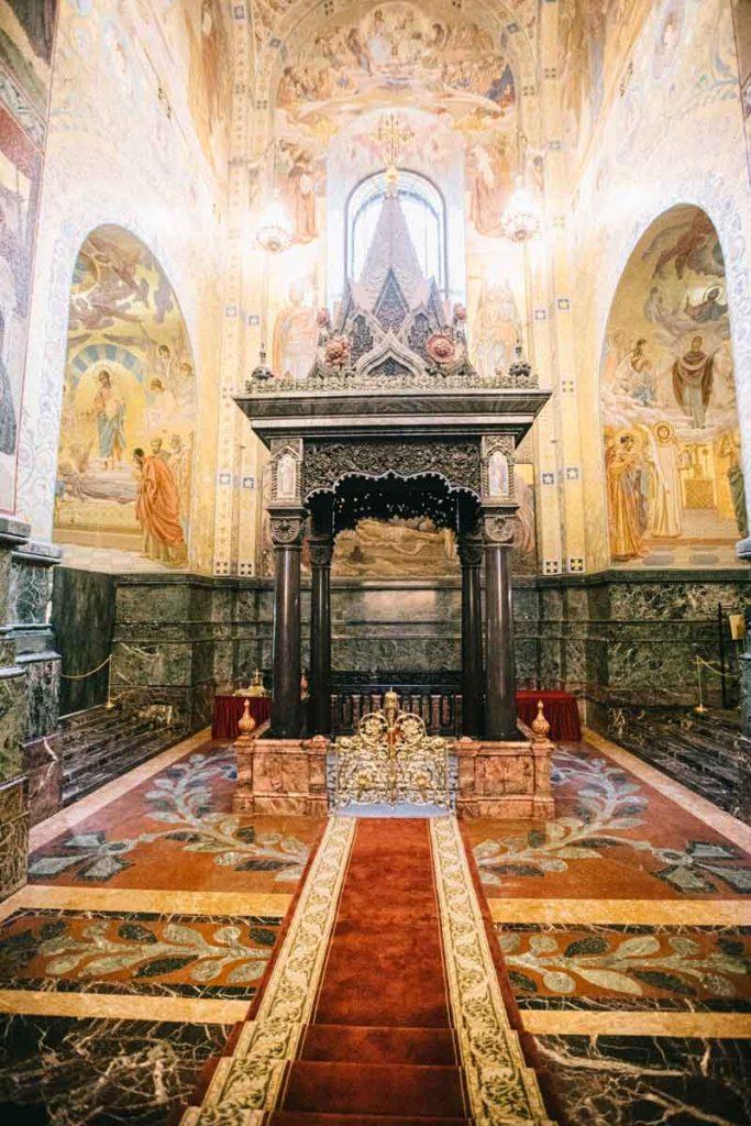 L'intérieur de l'église de Saint-Sauveur du Sang versé à Saint-Petersbourg