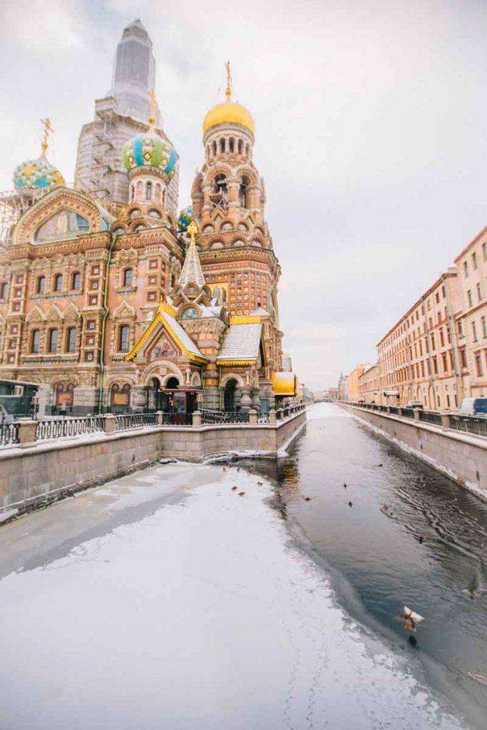 Incontournable église de Saint-Sauveur du Sang versé à Saint-Petersbourg