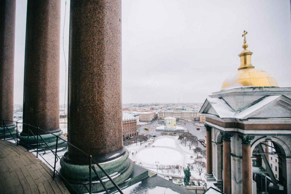 Panorama depuis la colonnade de la cathédrale Saint-Isaac à Saint-Petersbourg