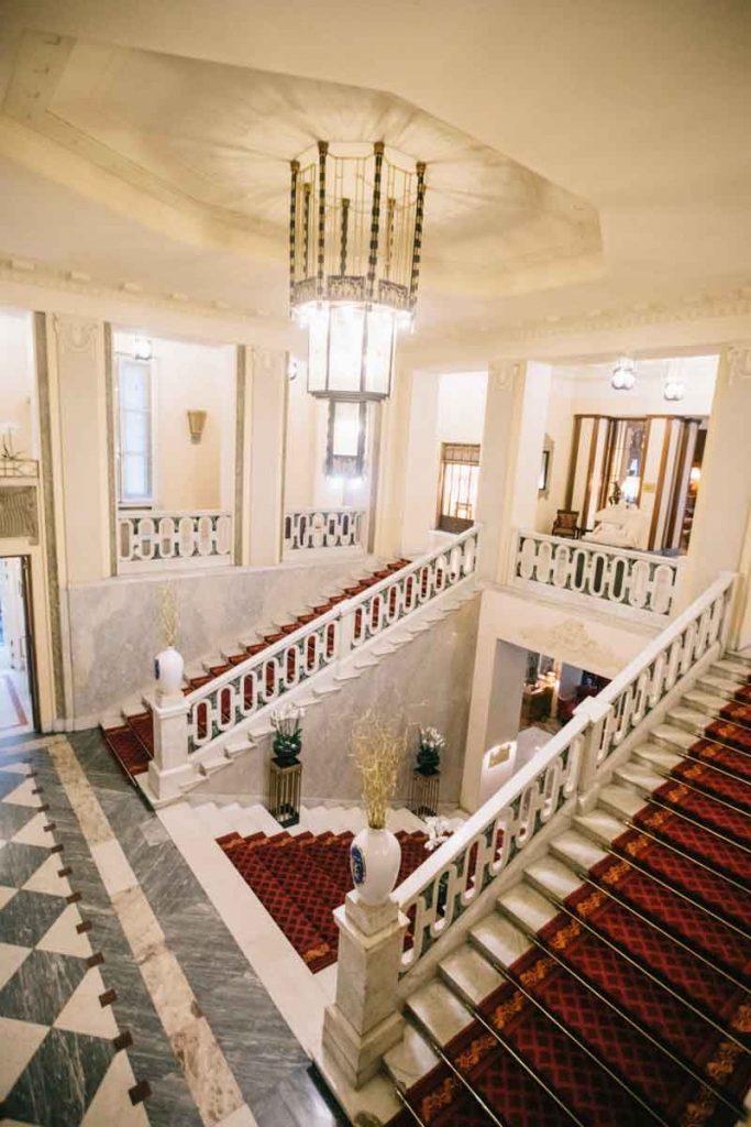 les escalier art déco du Grand hôtel Europe