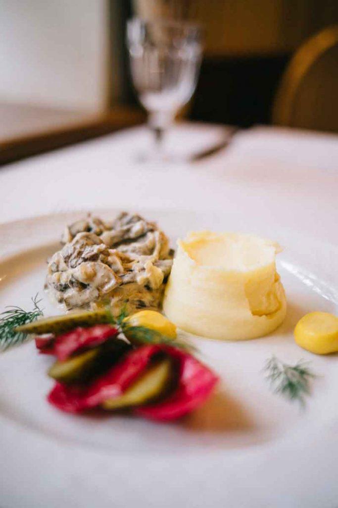 les plats typiques de la cuisine russe au restaurant Gogol à Saint-Petersbourg