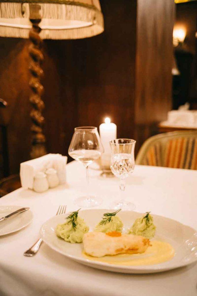 Manger au restaurant TSAR pour un dîner romantique à Saint-Petersbourg