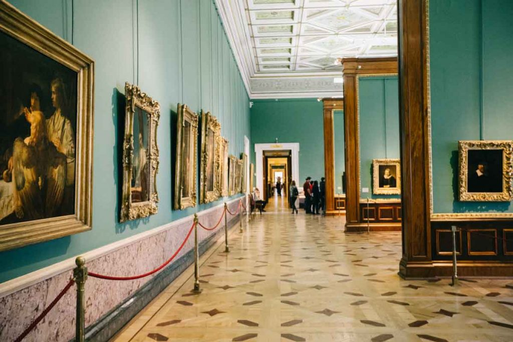 Salle du peintre Rembrandt au musée de l'Hermitage en Russie