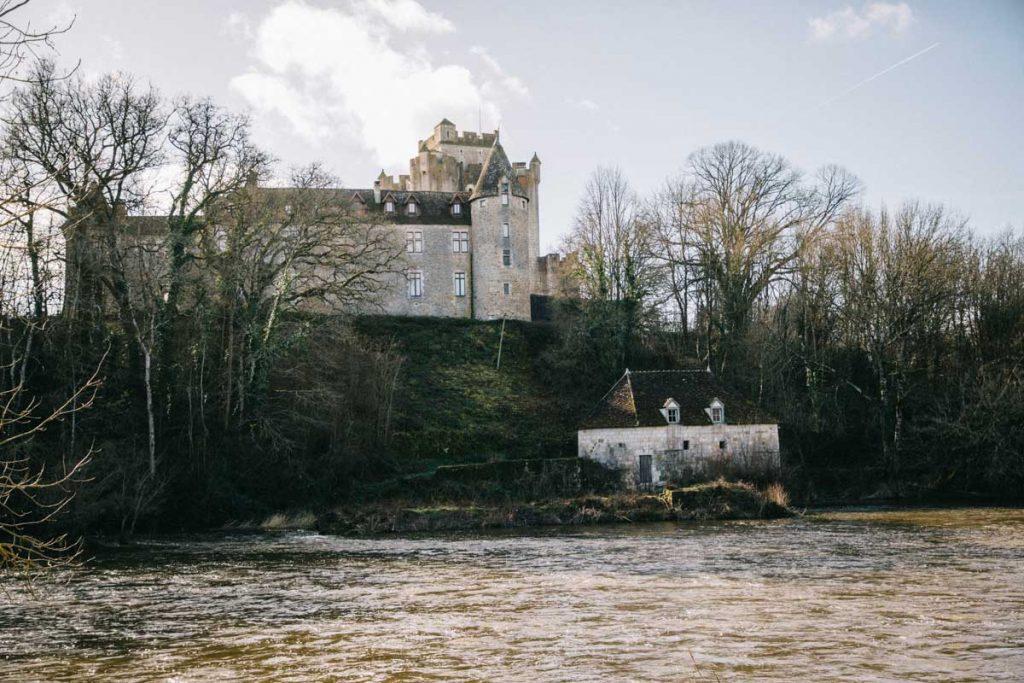 Le château de Romefort dans la vallée de la Creuse. crédit photo : Clara Ferrand - blog Wildroad