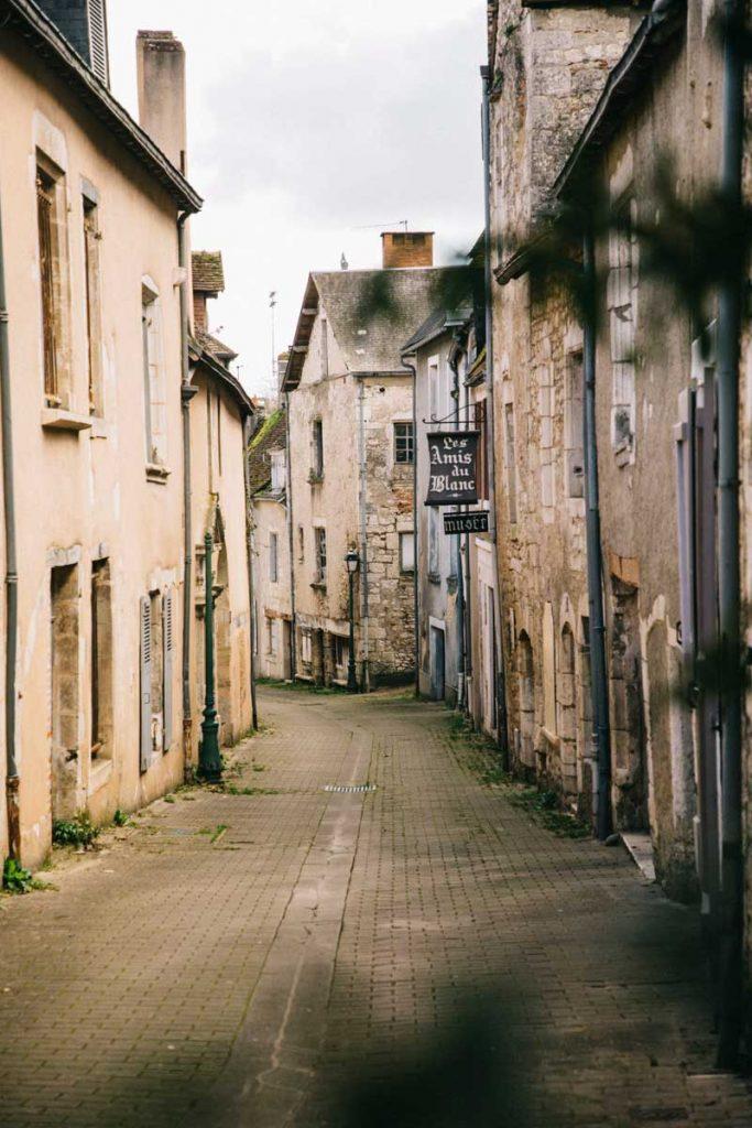 Le village de le Blanc et ses ruelle médiévale dans l'Indre. crédit photo : Clara Ferrand - blog Wildroad