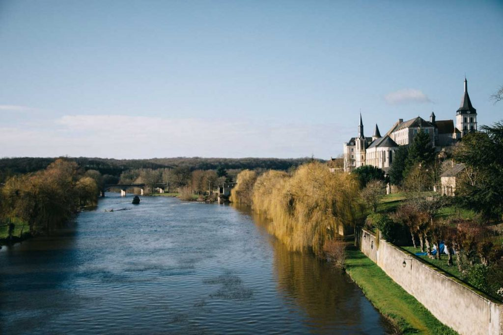 Le village de Saint-Gauthier dans la vallée de la Creuse dans l'Indre. crédit photo : Clara Ferrand - blog Wildroad