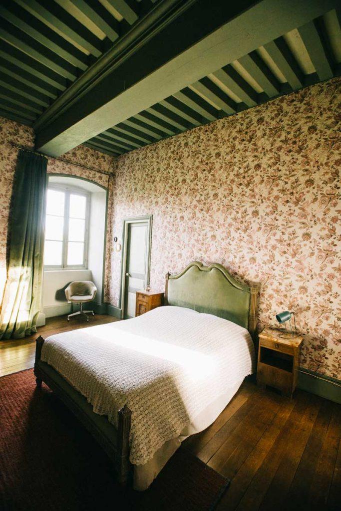 La chambre d'hôte du chateau de Breuil une adresse exceptionnelle dans le Berry. crédit photo : Clara Ferrand - blog Wildroad