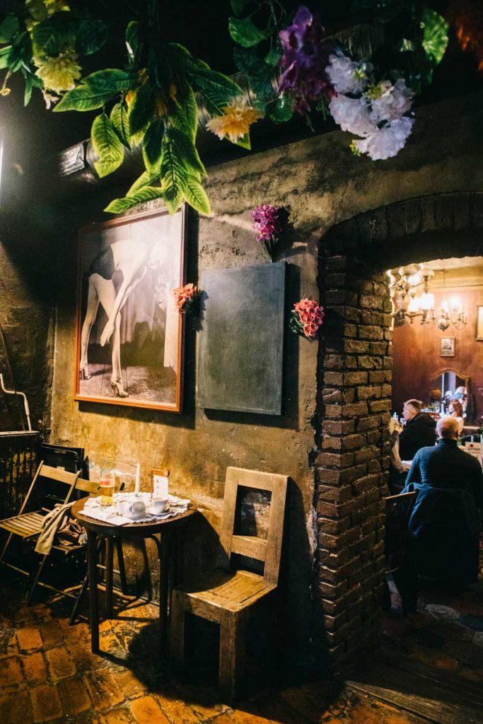 Alchemia, un restaurant atypique dans le quartier de Kazimierz. credit photo : Clara Ferrand - blog Wildroad