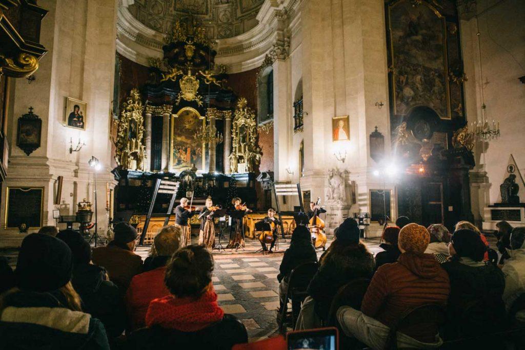 un concert e musique de chambre à l'église de Saints Pierre et Paul à Cracovie pour Noël. crédit photo : Clara Ferrand
