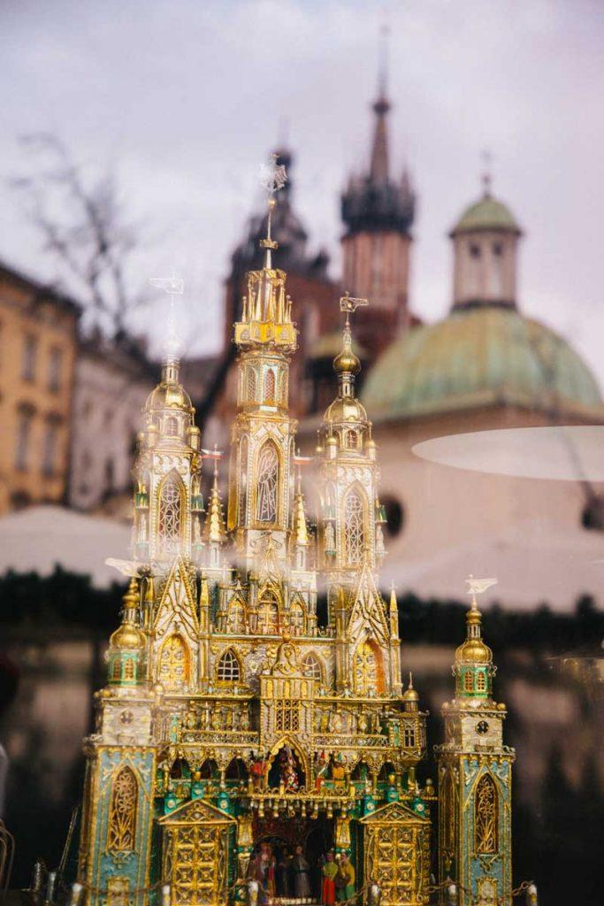 Visiter Cracovie à la période de noël : assister à l'exposition des crèches de noël du concours classé à l'UNESCO. Credit photo : Clara Ferrand - blog wildroad