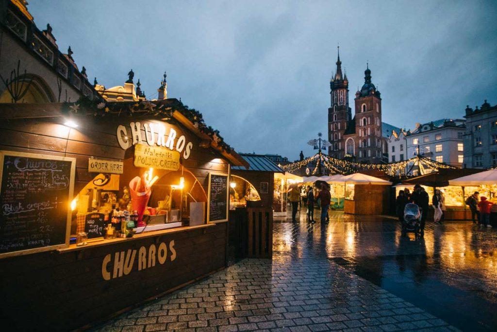 Le marcher de noël sur le place du Rynek au centre-ville de Cracovie. crédit photo : Clara Ferrand