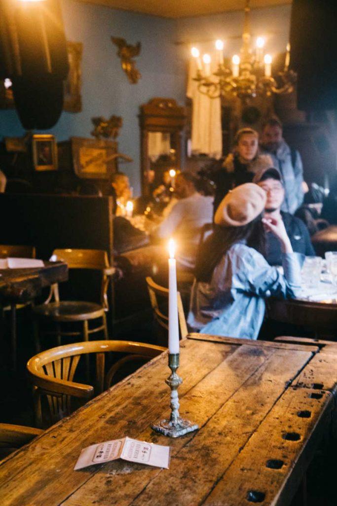 Un restaurant juif traditionnel dans le quartier de Kazimierz à Cracovie. credit photo : Clara Ferrand