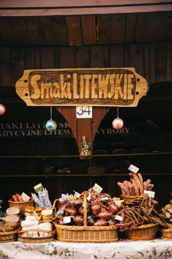 Les stand de nourriture sur le marcher de Noël de Cracovie. Crédit photo : Clara Ferrand - blog Wildroad