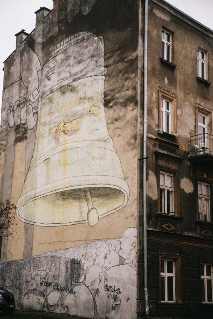 Le street art de la clock qui sonne le glas en reference à l'histoire des juifs polonais. credit photo : Clara Ferrand - blog Wildroad