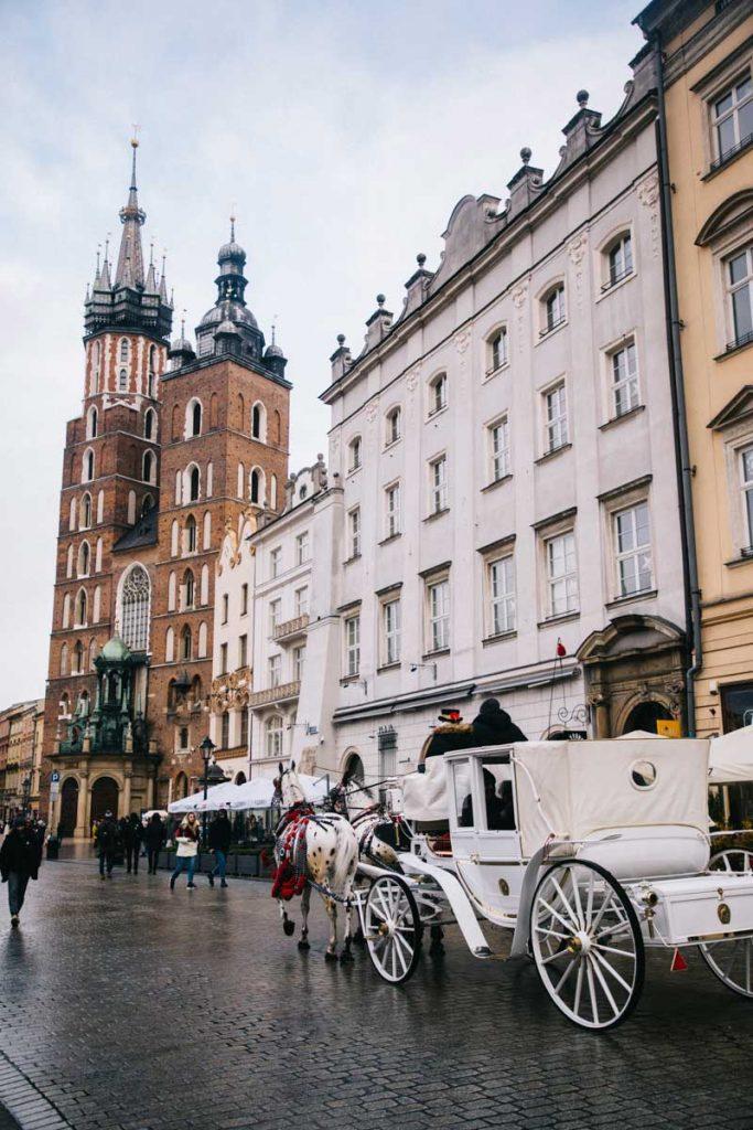 L'église de Notre-dame sur la place du Rynek à Cracovie