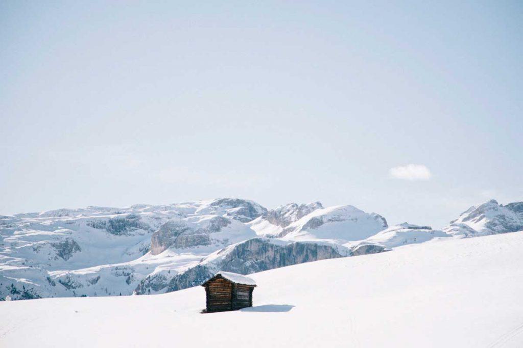 La beauté des Dolomite alors d'une road trip en hiver dans le south tirol. crédit photo : Clara Ferrand - wildroad blog