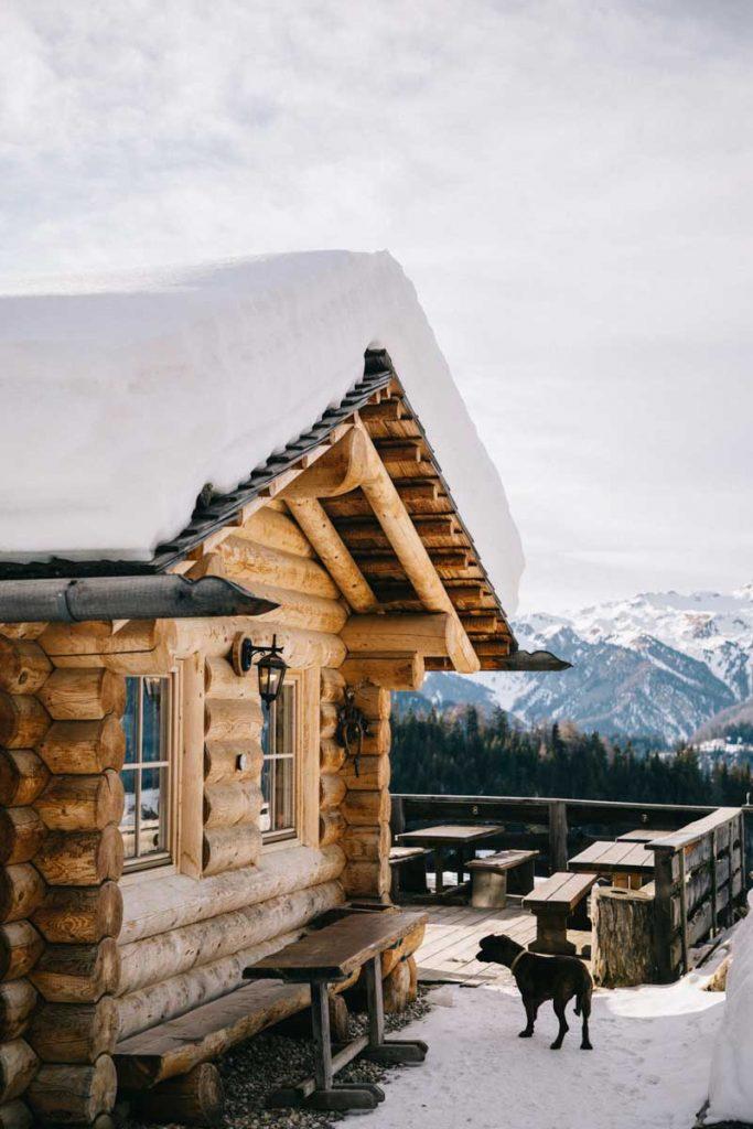 Casia Da andré pour un bon plat italien en haut des montagnes des Dolomites. credit photo : Clara Ferrand