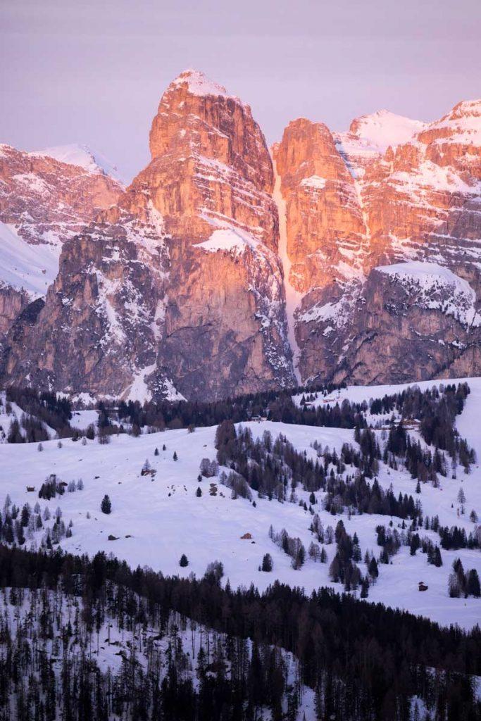 Les sommets dans Dolomites dans la vallée d'Alta Badia. credit photo : Clara Ferrand