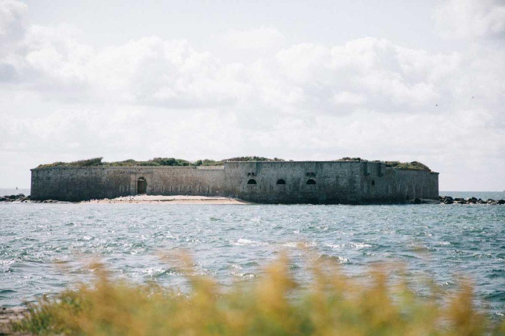 Le fort de l'îlet à côté de la tour de Vauban sur l'île de Tatihou. crédit photo : Clara Ferrand - blog Wildroad