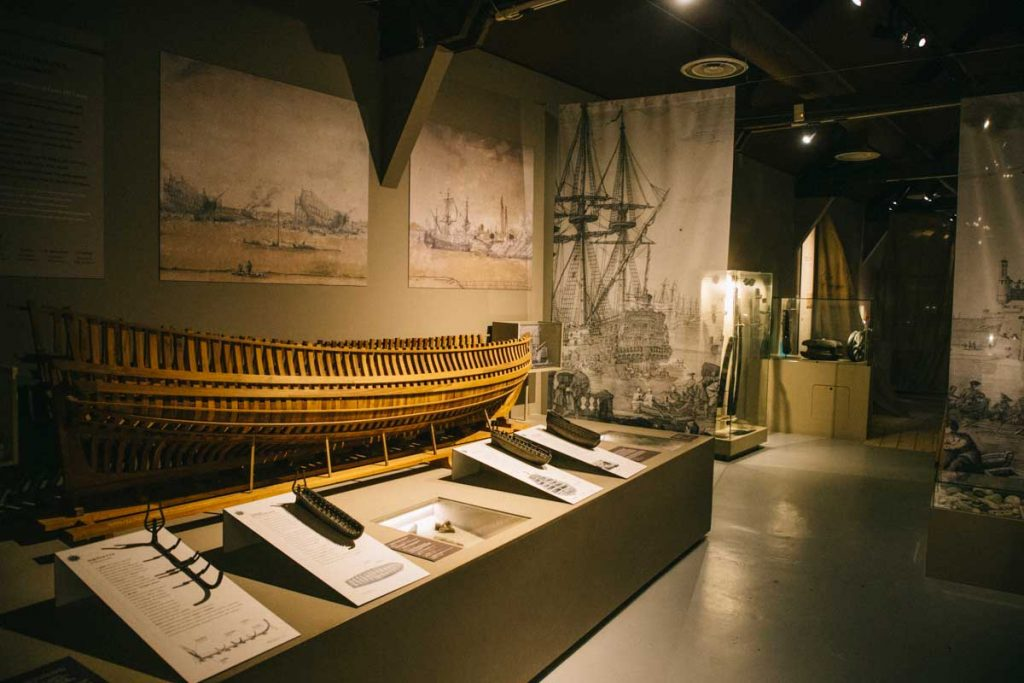 Le musée de la marine dans le lazaret sur l'île de Tatihou dans le Cotentin. crédit photo : Clara Ferrand - blog Wildroad