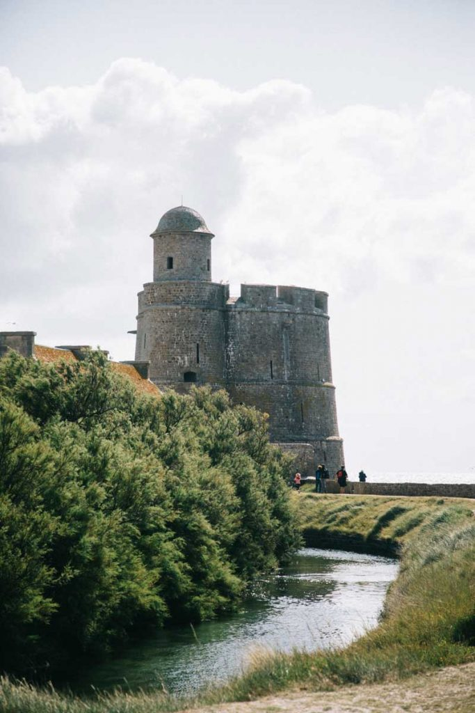 Le fort de Vauban et sa tour sur l'île de Tatihou. crédit photo : Clara Ferrand