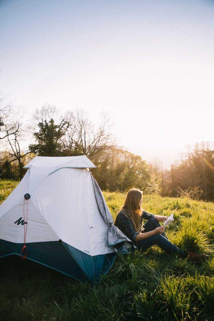 Débuter le camping avec les produit Quechua disponibles chez Décathlon. crédit photo : Clara Ferrand - blog Wildroad