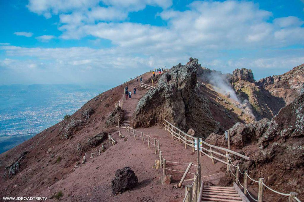 Conseils pour visiter le Vésuve à Naple, l'un des volcans actif d'Europe. crédit photo : JD Roadtrip