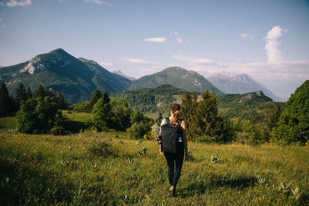 Les conseils d'une femme pour randonner seule dans la nature