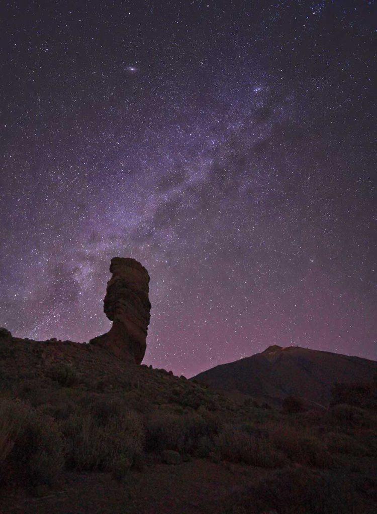 Le ciel étoilé lors d'une randonnée nocturne sur le volcan Tiede à Ténérife. crédit photo : Novo monde