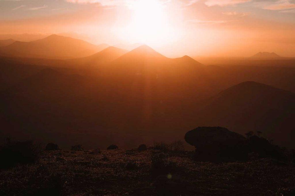 Les volcans de Lanzarote, dans les Canaries. crédit photo : le blog Cash Pistache