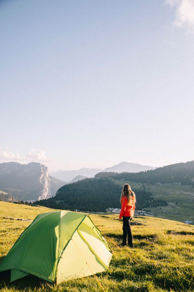 La tent modulable Qaou pour débuter en trek en France cet Été. crédit photo : Clara Ferrand - blog Wildroad #bivouac #randonnee #tentetrek