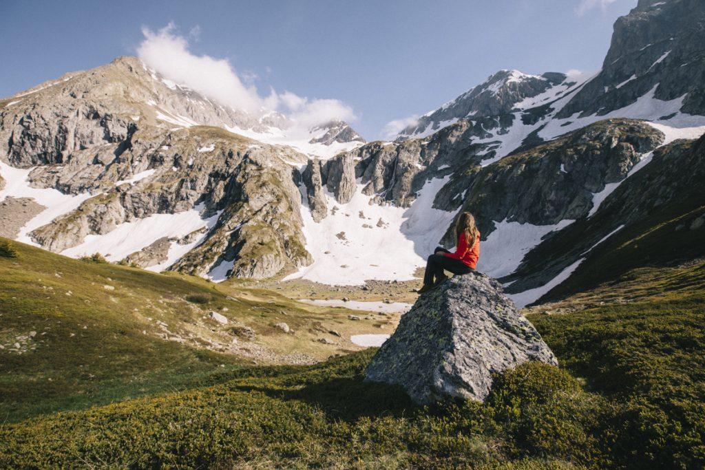 La plus belle randonnée des Écrins : le plateau des lacs dans le massif du Taillefer. crédit photo : Clara Ferrand - blog Wildroad